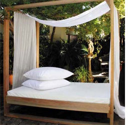 HOME DZINE GardenRelax outdoors in a daybed