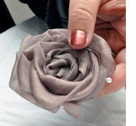 دوخت رومیزی مخمل HOME DZINE Craft Ideas How to make fabric roses