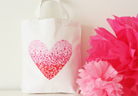 HOME DZINE Craft Ideas | Great gift idea - Make & paint a tote bag