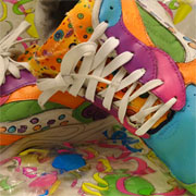 paint old takkies