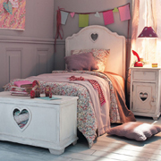 Find out how to make a heart bed set