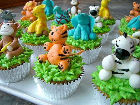 Cupcakes with jungle animals