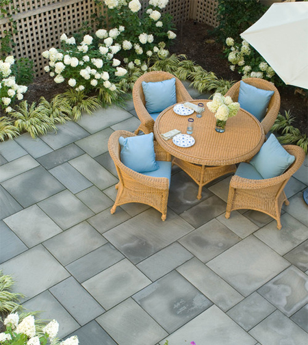 design a beautiful patio area - Small Townhouse Patio Ideas