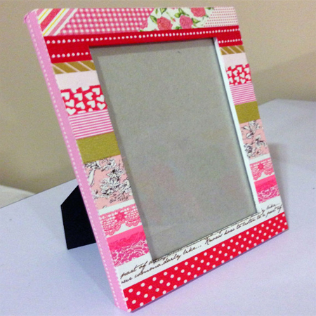 decorate picture frames with washi tape