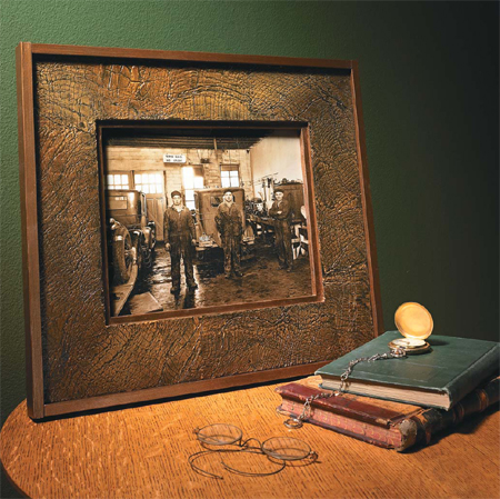 heres how to apply a faux finish that looks like old leather to give a cheap homemade picture frame a rustic and antique effect for even more effect