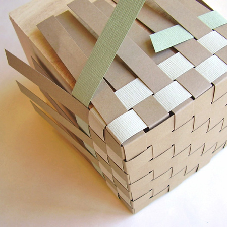 How to weave a paper basket