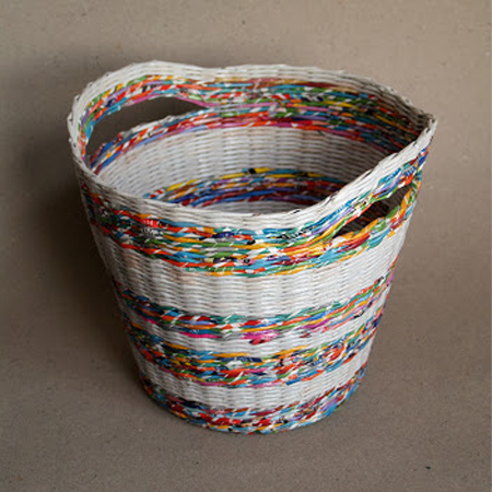 Make rolled newspaper 'wicker' baskets