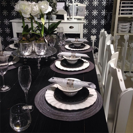 Black white and silver christmas table decorations for Silver centerpieces for dining table