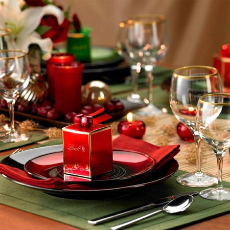 decorate the christmas dining table decor for christmas table traditional elegance red green gold - Green Christmas Table Decorations