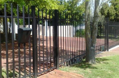 paint repair maintain palisade fence fencing