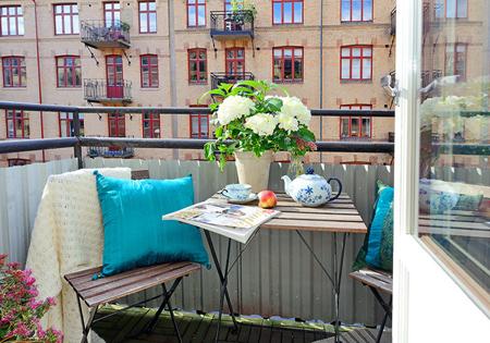 HOME DZINE Garden | Enjoying a small balcony