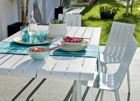 outdoor dining table ideas painted plastic rust oleum. HOME DZINE Garden   Set the outdoor table for alfresco dining