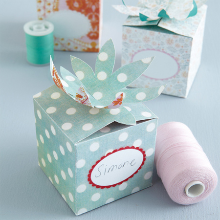 Home dzine craft ideas make your own quick and easy gift boxes make a gift box with coloured or patterened paper negle Image collections