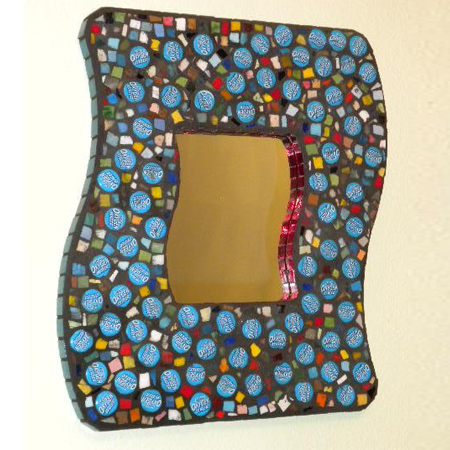 Home dzine crafts ideas craft ideas using bottle caps for Picture frame crafts for adults
