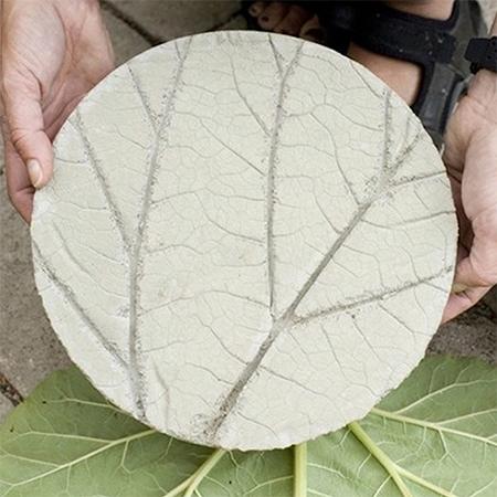 stepping stone leaf design concrete diy