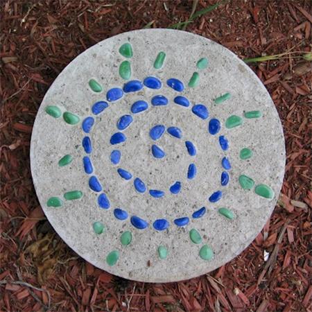 stepping stone mosaic pebble concrete diy