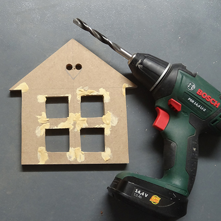 use bosch 14,4V drill driver to drill holes