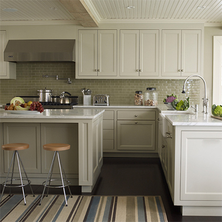 HOME DZINE Kitchen | Plain white melamine kitchen goes coastal