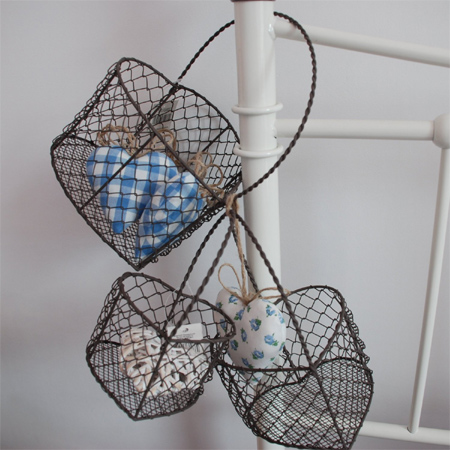 Home dzine craft ideas make baskets with chicken wire for Chicken wire craft ideas