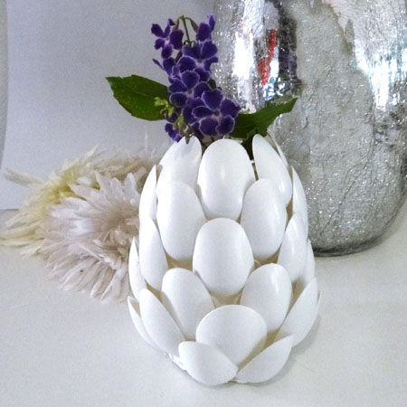 Home dzine craft ideas recycled plastic spoon protea vases for Diy crafts using recycled materials
