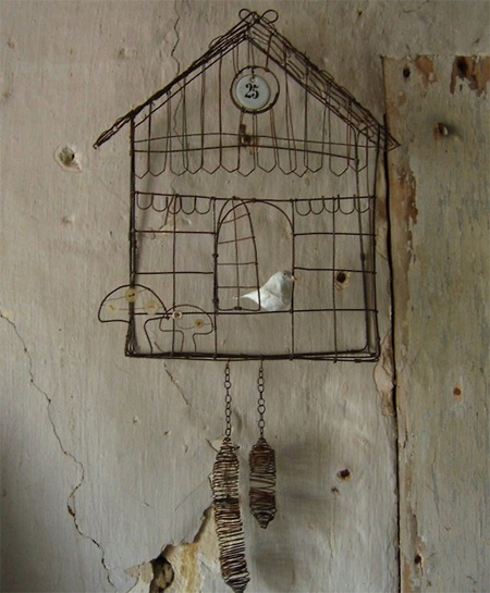 Crafty ideas to use wire for home decor projects wire cuckoo clock