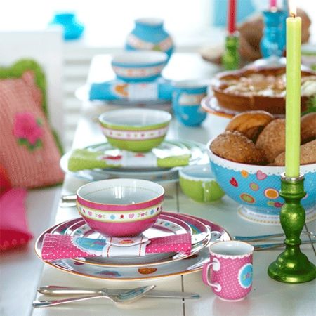 Colourful ideas for a casual eat-in kitchen colourful crockery