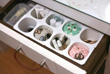Drawer dividers with yoghurt cups