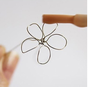 wire flowers with nail polish varnish