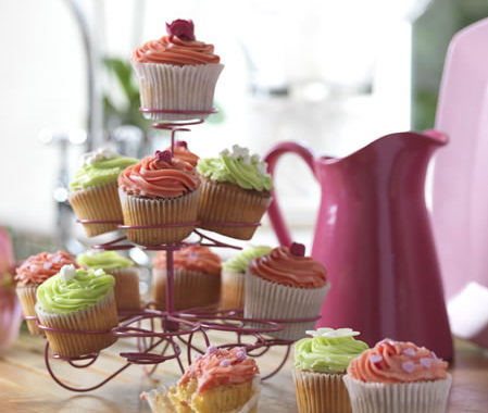 spray paint wire cupcake stand with rust-oleum gloss berry pink