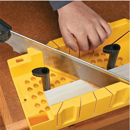 How do you cut cornice?