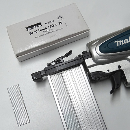 A pneumatic nailer should offer easy loading of nails (brads), and this particular model has an easy-open magazine