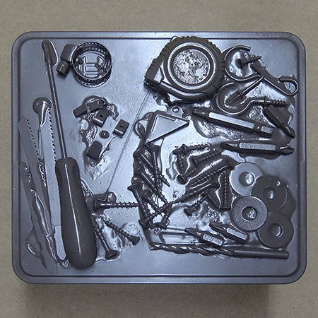 Turn a tin into a handy and decorative toolkit