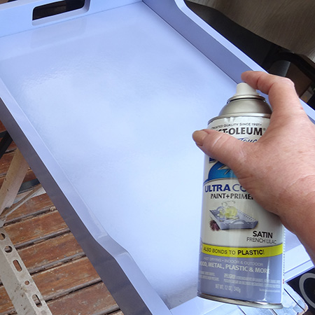 Transform a butler's tray with Rust-Oleum 2X spray paint