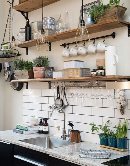 Easy rustic wood shelf ideas that you can DIY
