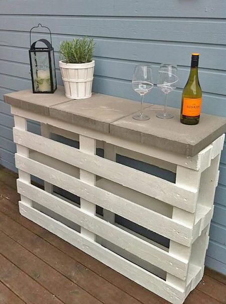 DIY outdoor bar ideas pallet with paving blocks