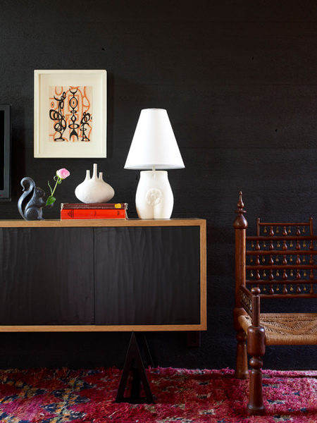 Bring out the beauty of a black feature wall