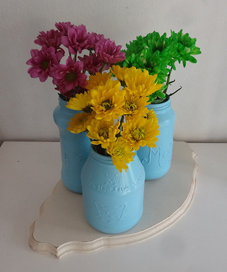 Upcycle glass food jars into colourful vases with rustoleum 2x spray paint