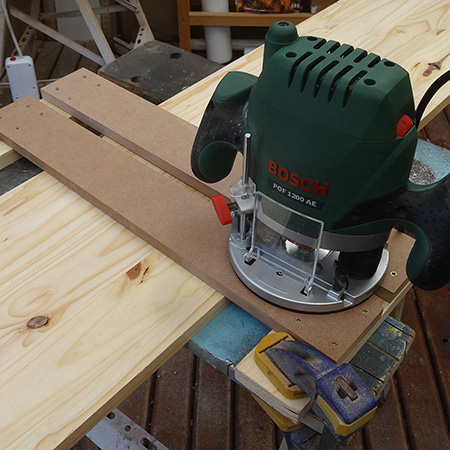 Home dzine home diy basic bookshelf with no visible screws easy bosch pof 1200 ae router and jig keyboard keysfo Choice Image