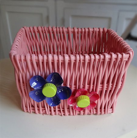 Rust-Oleum 2X UltraCover spray paint and turn plain white baskets into colourful storage containers