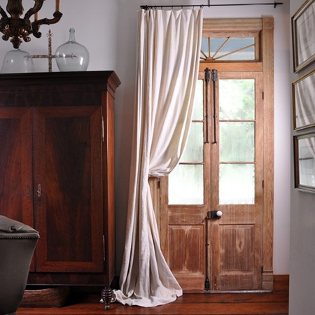 portiere cover door with drapes curtains to keep out winter draughts and insulate room