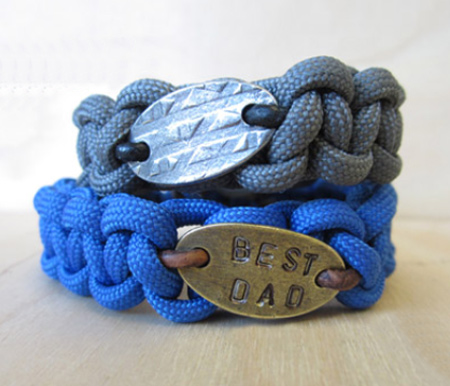 Paracord bracelet with personal stamped message