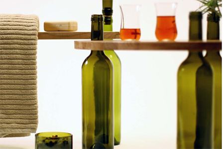 The natural fit of the bottle necks reflects simplicity, harmony and functionality
