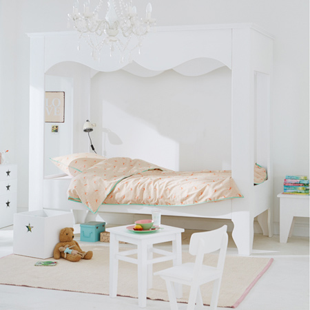 decorating ideas dreamy bedroom for little girl 4 post bed