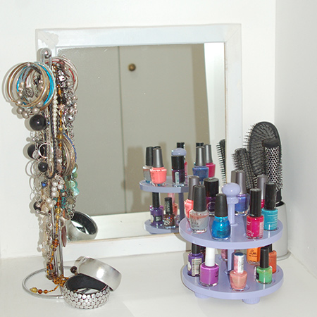 Nail polish usually ends up tossed into the bottom of drawers or crammed into a make up bag. With this Nail Polish Carousel you can have all your colourful bottles within easy reach.