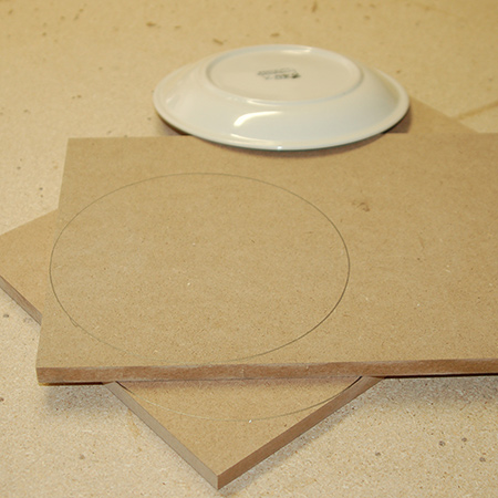 1. Use a circular template to draw the circles. For this project we used a side plate that is 180mm in diameter.