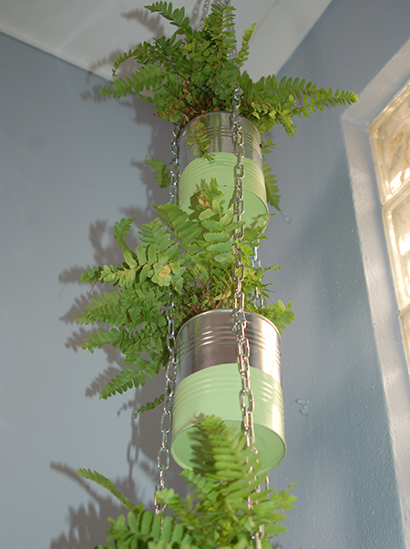 Here's a way to repurpose aluminium cans into an attractive plant holder to add a touch of greenery to any room in a home.