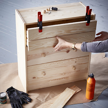 Home dzine plain pine chest of drawers becomes a feature piece - Relooker une commode ikea ...