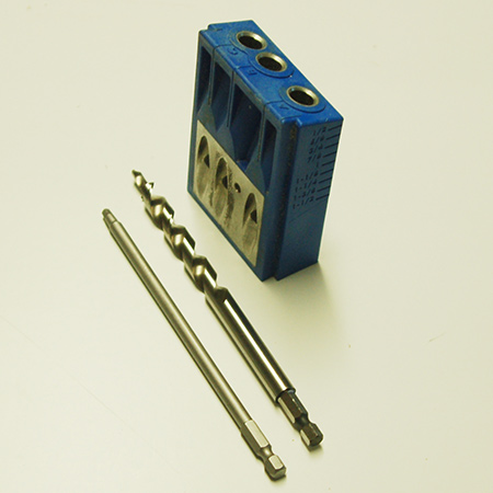 The main components in any Kreg Kit is the drill guide, the unique drill bit, and long-shafted bit. The jig is designed in such a way as to allow angled holes to be drilled into timber or board, while the unique drill tip bores out a pilot hole for the screw