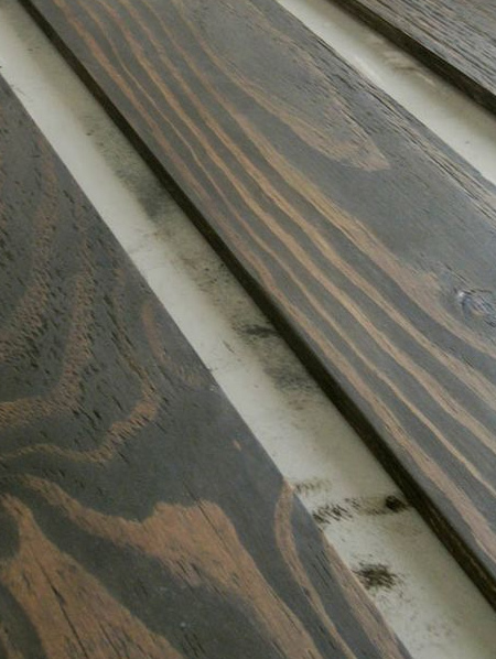 BELOW: A closer look at how the stain highlights the pine veneer of the plywood planks.