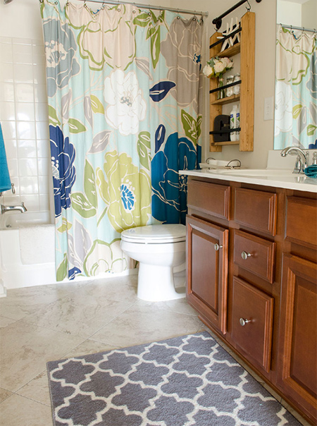 Kitchen and bathrooms are the most popular rooms for vinyl floors. These rooms not only need flooring that is able to withstand a lot of daily floor traffic, in these rooms tiles also need to be waterproof and easy to maintain.